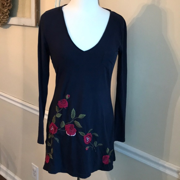 a53c019155e Johnny Was Tops - Johnny Was Navy Floral Embroidered Tunic. Cotton
